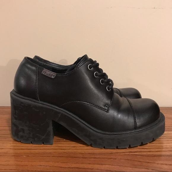 b448edfe30f MUDD Chunky 90 s Shoes. M 5bf5ebc9a31c333aba28f311